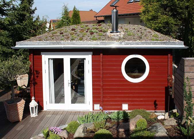 Gartenhaus mit Dachberünung