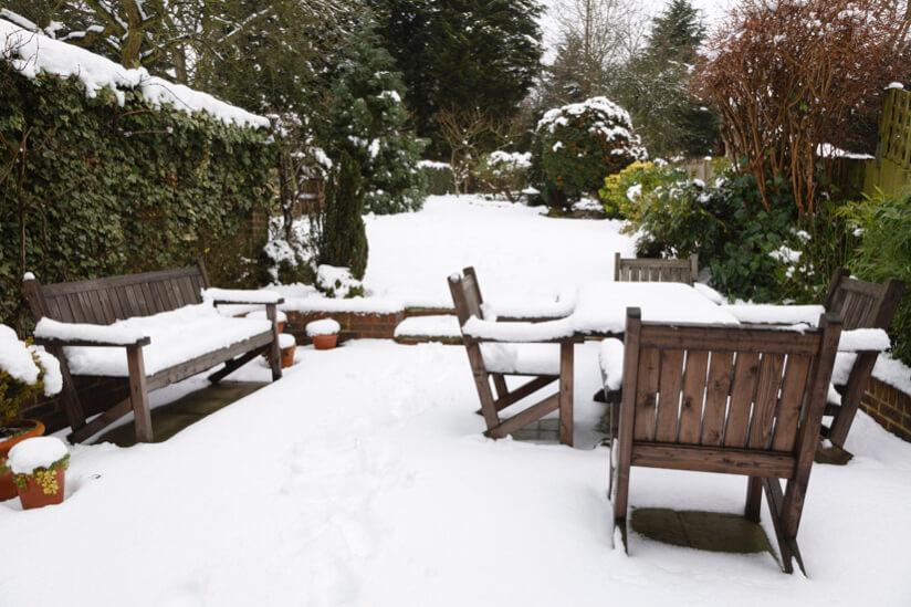 Gartenmöbel winterfest machen: So überwintern Möbel im Garten