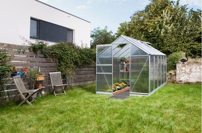 Gewächshaus in Garten