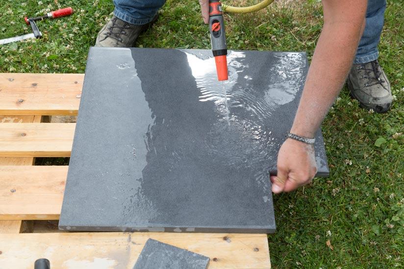 terrassenplatte-abspülen