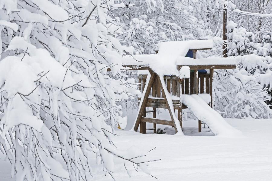 Spielgeräte Winter Schnee