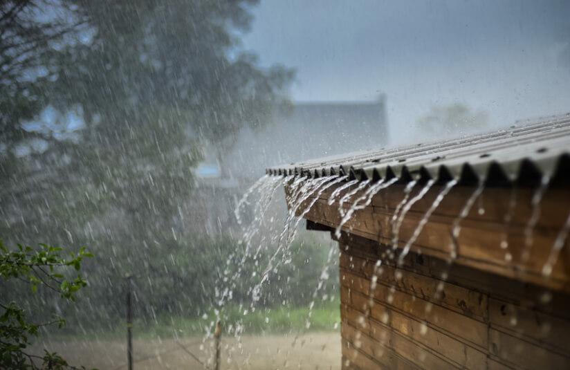 Gartenhaus Regen Dach