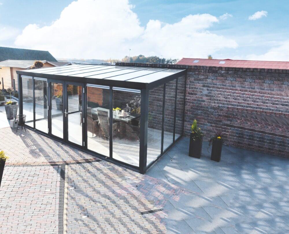aluminium wintergarten mit glasdachplatten und doppelt r. Black Bedroom Furniture Sets. Home Design Ideas