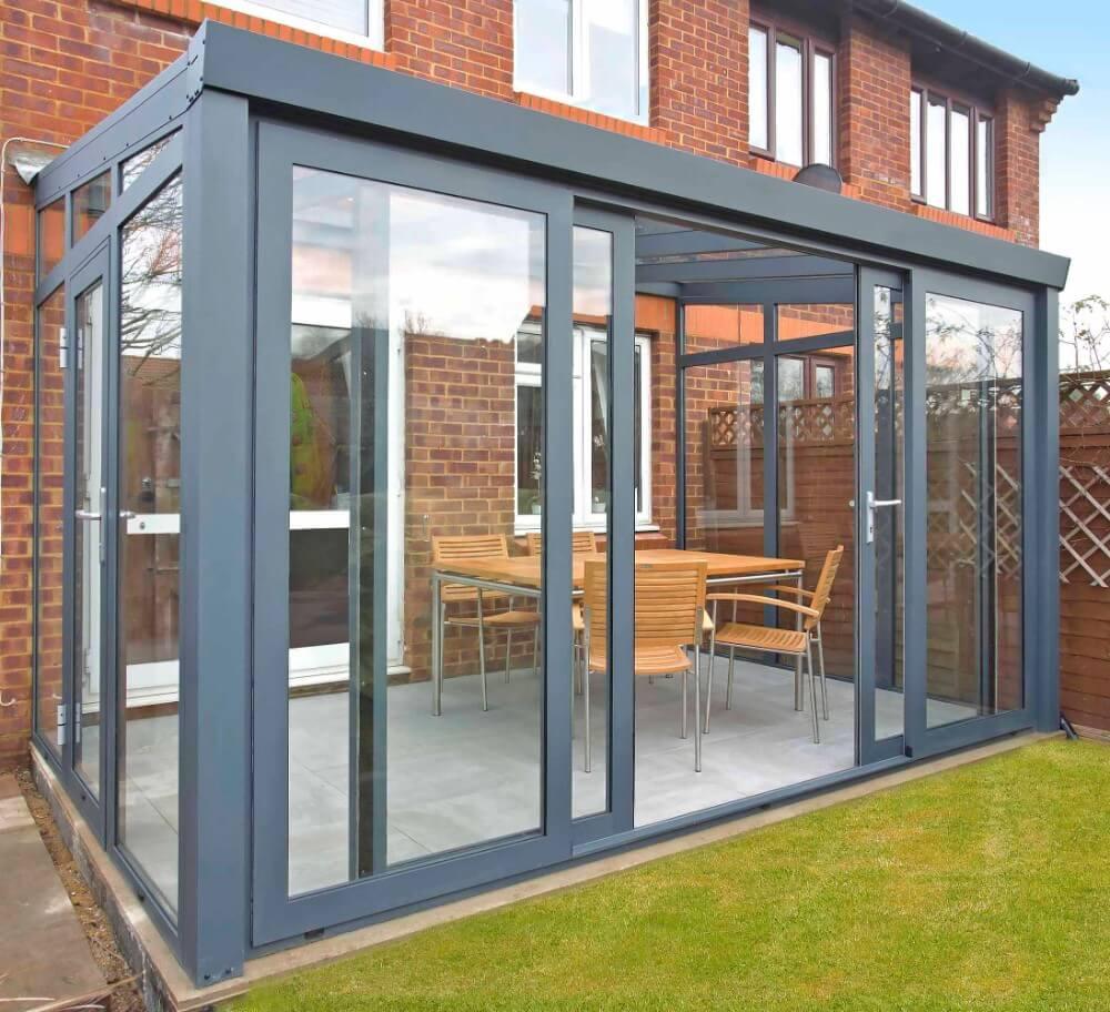 gartenzimmer mit glasdach und 4 teiliger schiebet r. Black Bedroom Furniture Sets. Home Design Ideas